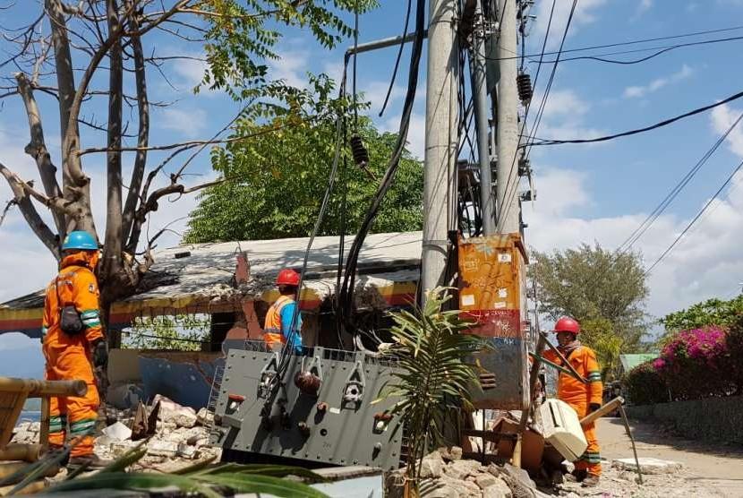 Sebanyak 135 gardu PLN mengalami gangguan kerana hujan disertai angin kencang yang melanda Kota Palembang, Ahad (22/12) (Ilustrasi gardu PLN)