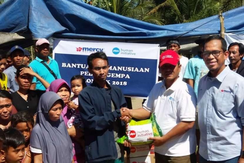 Tim Relawan PKPU Human Initiative menyambangi salah satu pengungsian warga terdampak gempa, tepatnya di Dusun Tembobor, Desa Sigar Penjalin, Kec. Tanjung (9/8).