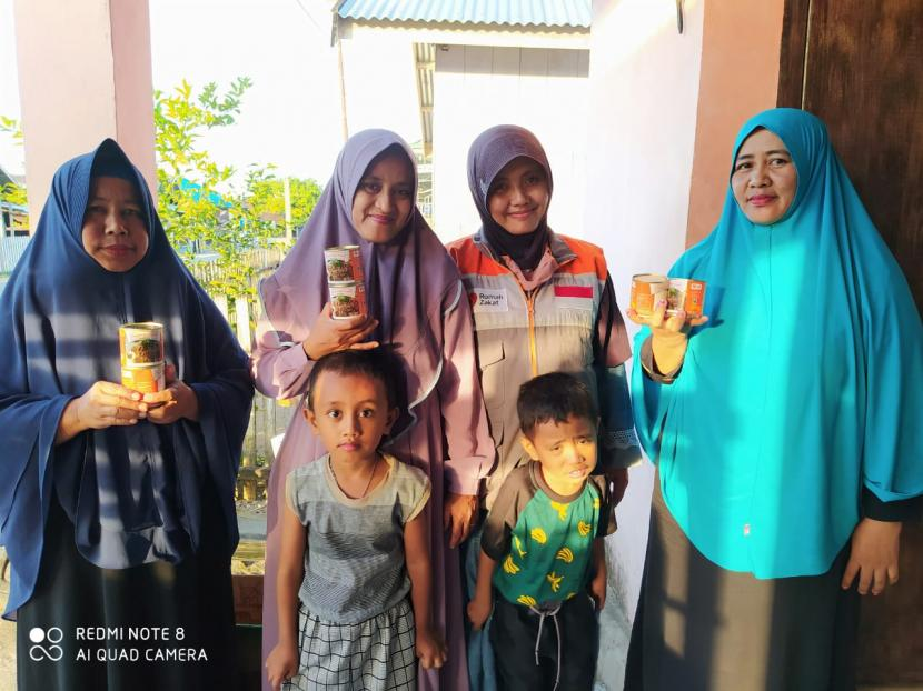 Tim relawan Rumah Zakat kembali melakukan penyaluran Superqurban kepada warga.