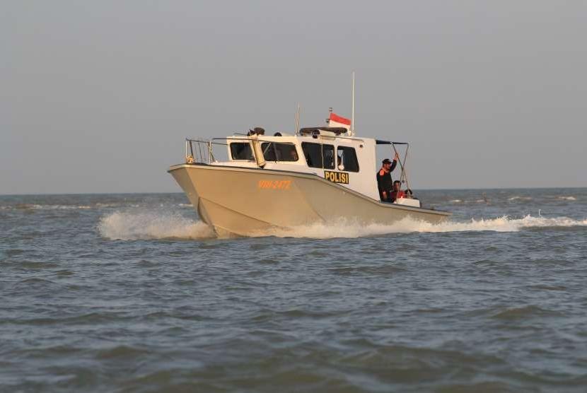 Tim SAR melakukan pencarian kapal nelayan di Perairan Indramayu, Jawa Barat (ilustrasi).