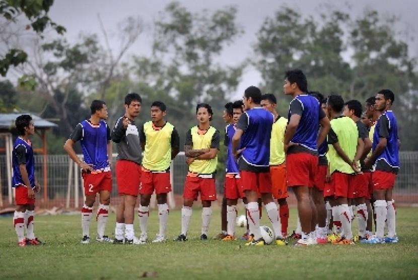 Tim Sepakbola Nasional Indonesia mengikuti sesi latihan di Lapangan Sutasoma 77, Halim Perdanakusuma, Jakarta.