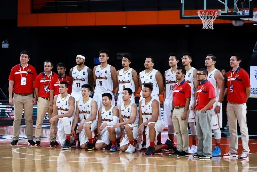 Timnas basket putra Indonesia yang berlaga di pra-kualifikasi FIBA Asia 2021 di Thailand.