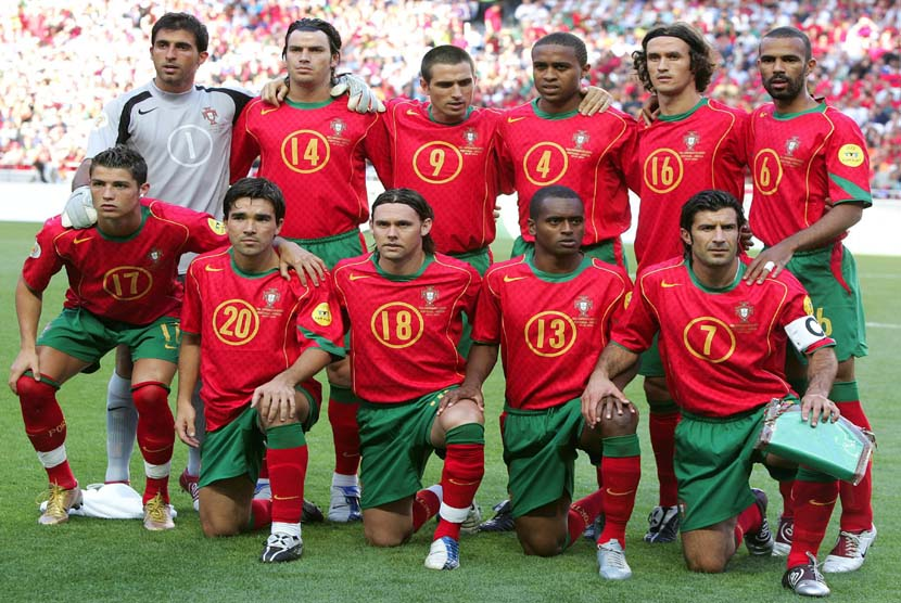 Timnas Portugal saat menghadapi Yunani di partai final Euro 2014 di Stadion Luz, Lisbon, Portugal, pada 4 Juli 2004.