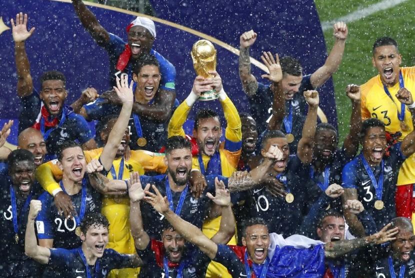 Timnas Prancis merayakan gelar juara Piala Dunia 2018.