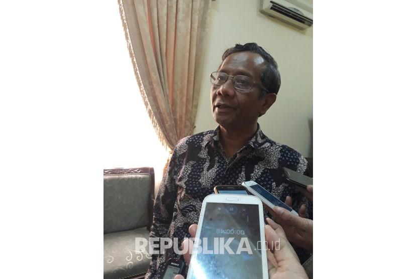 Tokoh Masyarakat Jawa Timur dan Tokoh NU serta mantan Ketua MK  Mahfud MD