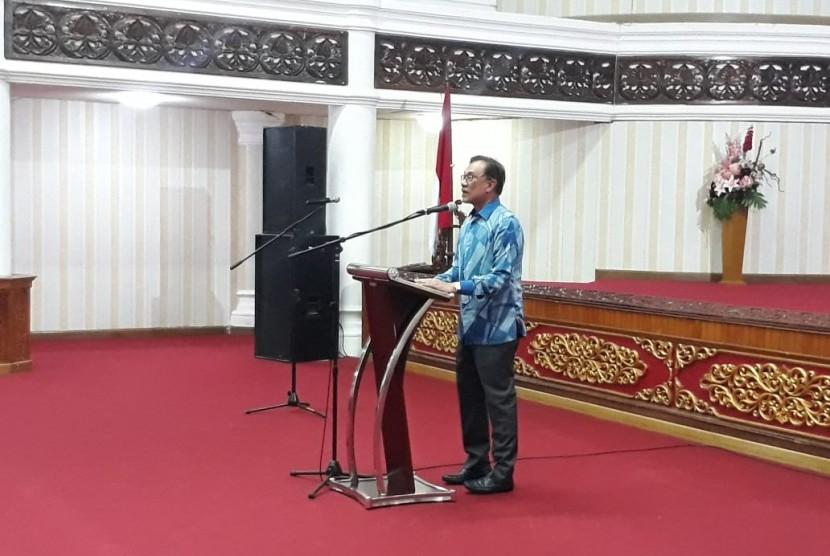 Tokoh Nasional Malaysia Anwar Ibrahim saat berada di Padang, Sumatra Barat, Sabtu (27/10).