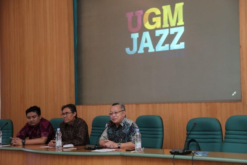 Tony Prasetiantono (kanan), saat konferensi pers UGM Jazz 2018 di Ruang Multimedia Universitas Gadjah Mada.