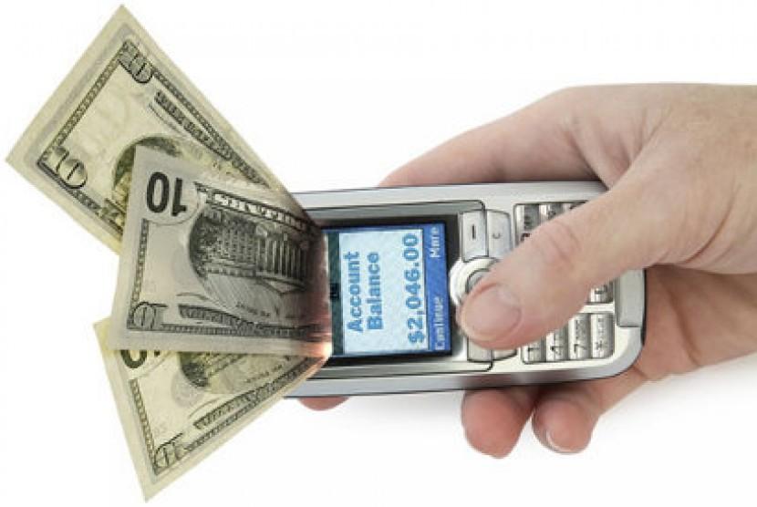 Transaksi perbankan lewat ponsel (ilustrasi)