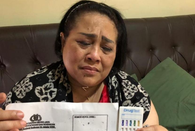 Tri Retno Prayudati atau Nunung, ditangkap polisi karena kasus penggunaan narkoba jenis sabu.