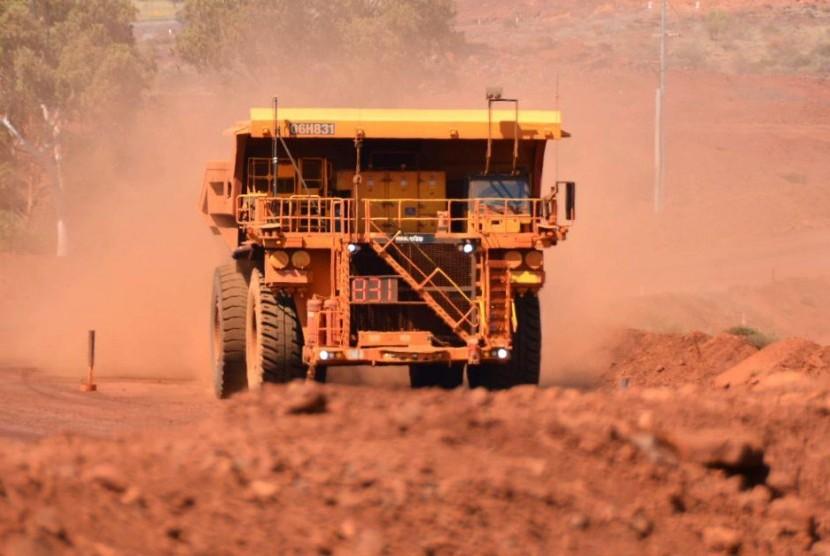 Truk tambang milik perusahaan tambang Australia, Rio Tinto di lokasi tambang mereka di Yandicoogina di Pilbara.