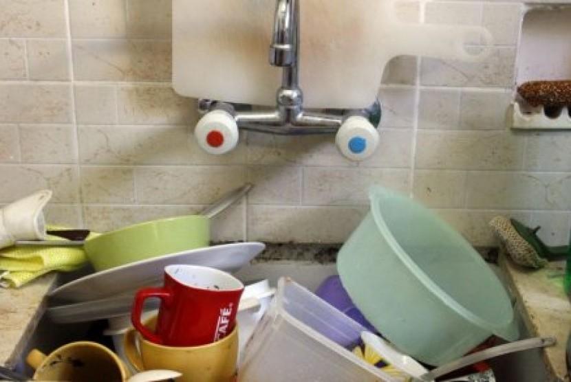 Jangan Tunda Cuci Piring, Ini Bahayanya | Republika Online