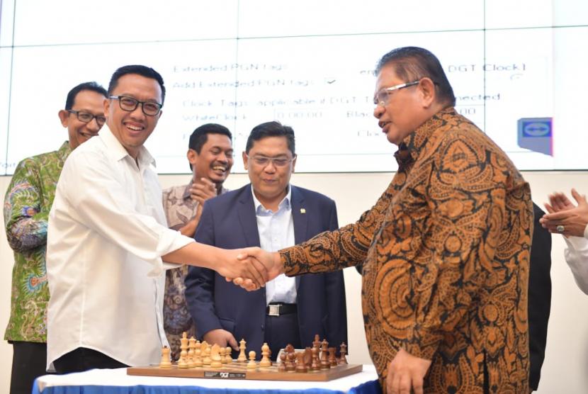 Turnamen Catur Internasional dalam rangka Taspen Anniversary Cup Chess Team Fide Rated I/XIV resmi dibuka Menpora Imam Nahrawi bersama Ketua Umum PB Percasi GM Utut Adianto di Auditorium Gedung Taspen, Jakarta, Senin (22/4).