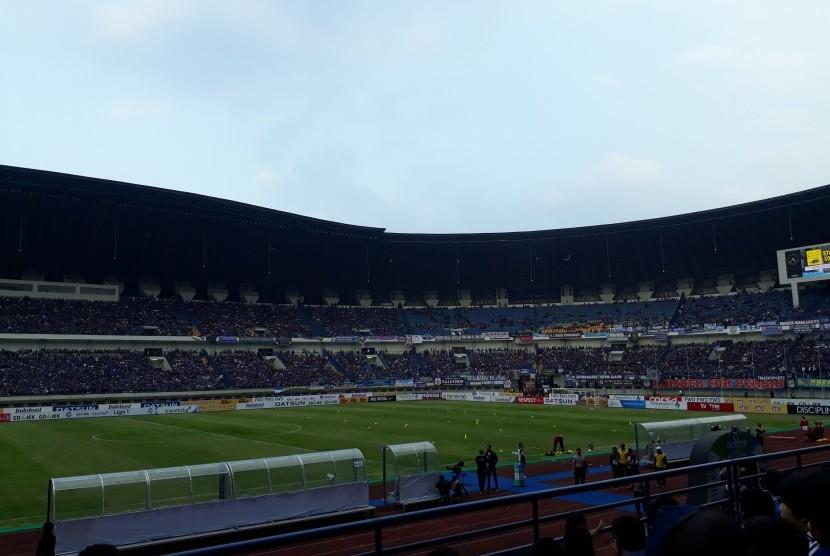 Suasana di dalam Stadion Gelora Bandung Lautan Api, Bandung/ilustrasi.