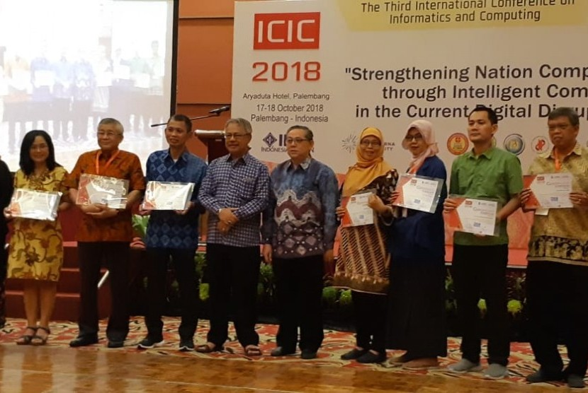 UBSI menerima sertifikat co-host ICIC 2018.