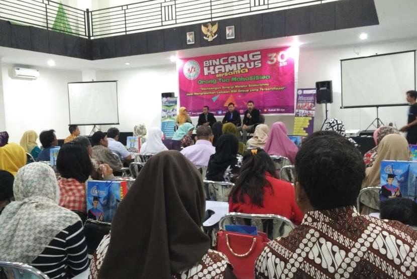 UBSI, PSDKU Pontianak menyelenggarakan talkshow Bincang Bersama Orang Tua.