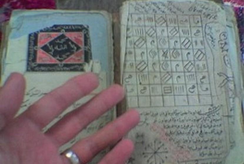Ulama Pakistan, Hakim Niyaz Ahmad, menunjukkan bukti sejarah, jika Nabi Muhammad SAW menikahi Aisyah ra, saat usia putri Abu Bakar tersebut menginjak 19 tahun.