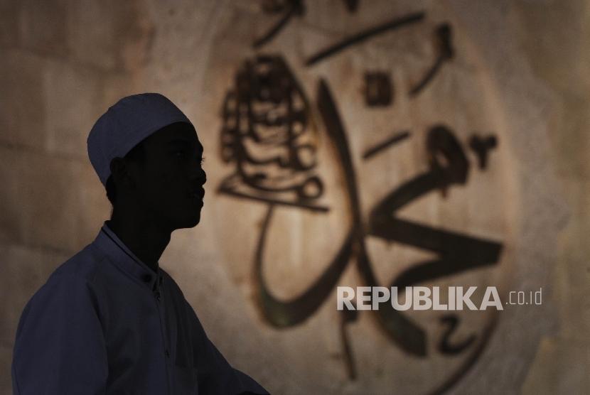 Umat Muslim usai mengikuti peringatan Maulid Nabi Muhammad SAW dimasjid Istiqlal, Jakarta, Senin (12/12).