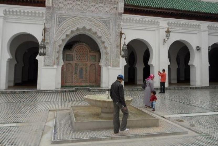 Universitas Al-Qarawiyyin (Jami'ah Al-Qarawiyyin), di Kota Fez, Maroko.