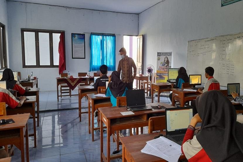 Universitas BSI Kampus Purwokerto memberikan dukungan kepada SMK Islam Al Madina Paguyangan dalam penyelenggaraan uji kompetensi Microsoft Office.