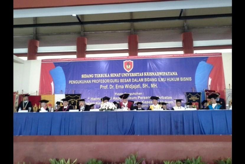 Universitas Krisnadwipayana (Unkris) mengukuhkan Guru Besar Prof Erna Widjajati.