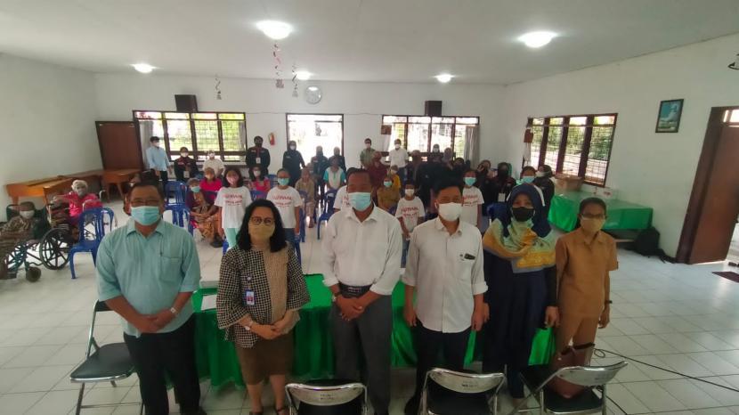 Universitas Muhammadiyah Malang (UMM) hadir di Rumah Asuh Anak dan Lansia (RAAL) Griya Asih, Lawang, Kabupaten Malang.