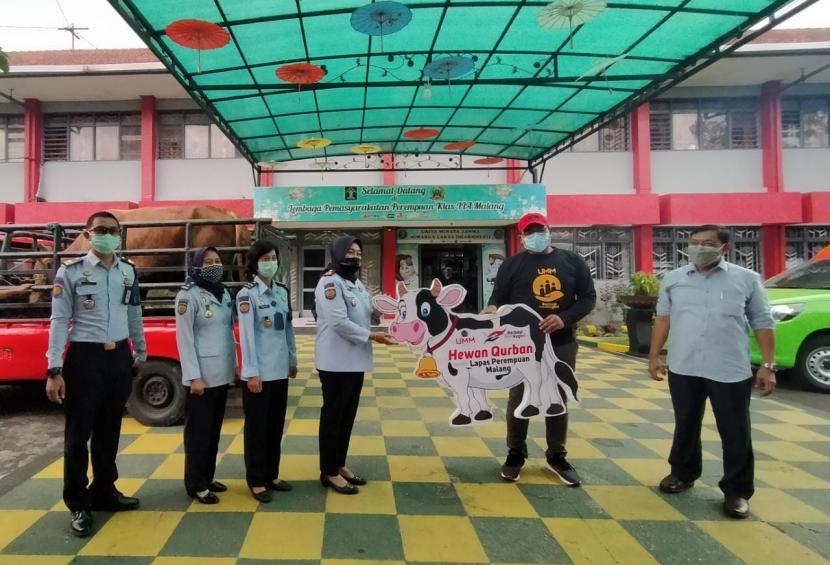 Universitas Muhammadiyah Malang (UMM) menyalurkan bantuan hewan kurban untuk warga Lapas Perempuan Klas II A Malang.