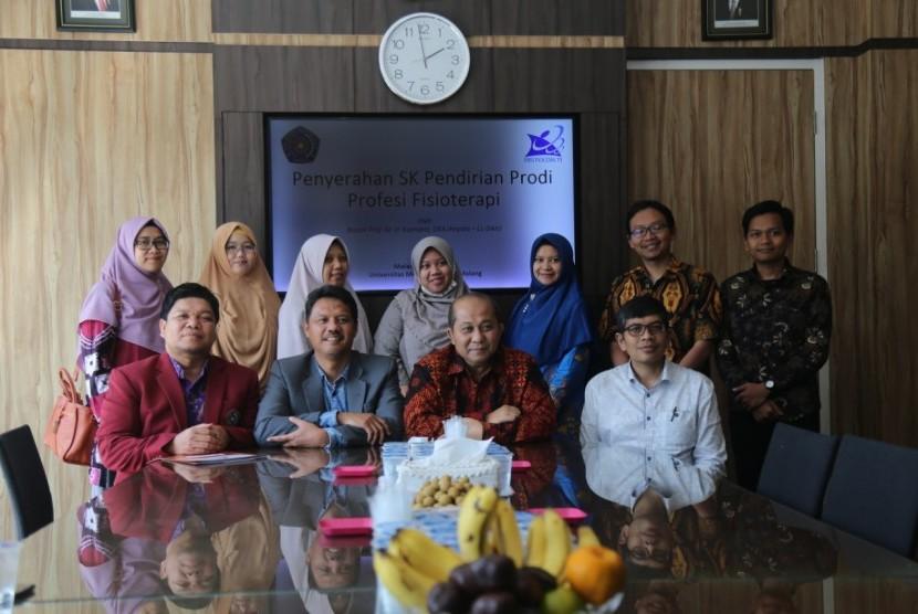 Universitas Muhammadiyah Malang (UMM) resmi membuka program studi (prodi) profesi fisioterapi setelah memperoleh Surat Keputusan (SK) izin operasional Program Studi (Prodi) Profesi Fisioterapi, Jumat (26/7).