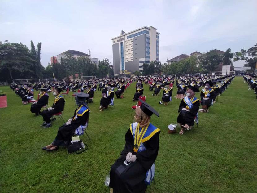 Universitas Muhammadiyah Purwokerto (UMP) menggelar wisuda magister, sarjana, dan ahli madya ke-66 di kampus UMP, Kabupaten Banyumas, Jawa Tengah (Jateng), Sabtu (6/3).