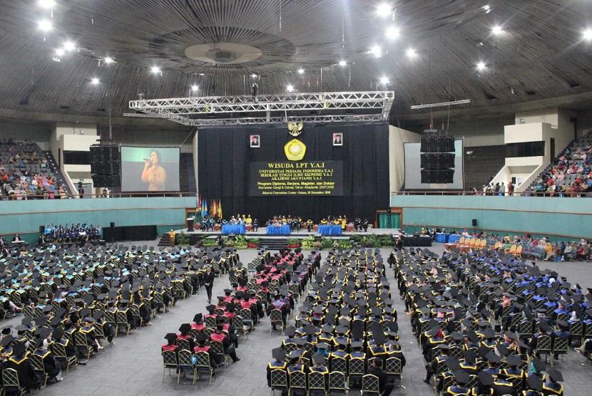 Universitas Persada YAI menyelenggarakan kegiatan wisuda gabungan tahun akademik 2017-2018, di Jakarta Convention Center, Senayan, Jakarta Pusat, Selasa (18/11). Sekitar 1.700 mahasiswa dan mahasiswi yang terdiri program doktor, pascasarjana, aarjana, dan diploma 3 mengikuti wisuda tersebut.