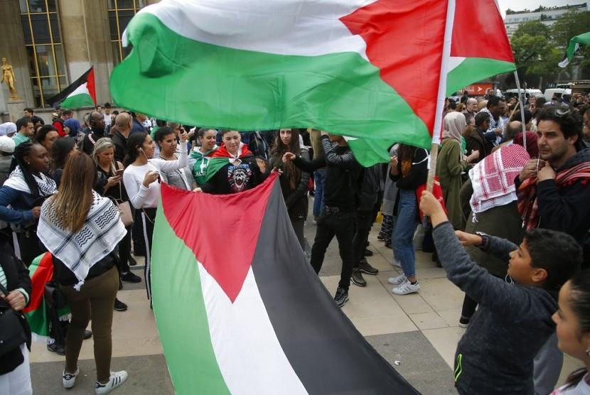 Unjuk rasa mengutuk Israel atas insiden Gaza terjadi di seluruh dunia. Di Trocadero Plaza, Paris, (16/5), demonstrasi digelar sambil membentangkan bendera Palestina.