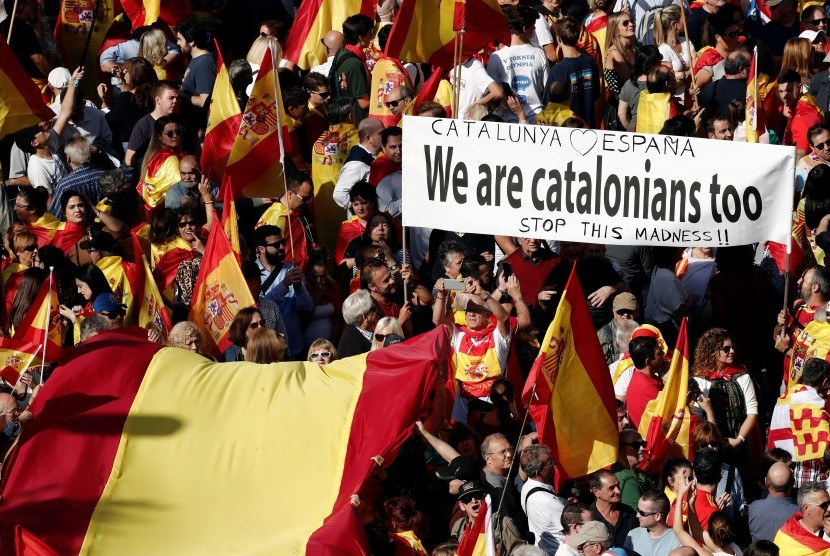 Unjuk rasa warga Katalunya yang mendukung Katalunya tetap bersatu dengan Spanyol.