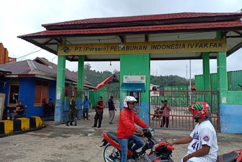 Unjuk rasa yang terjadi di Fakfak, Papua Barat, mendorong KSOP Fakfak meningkatkan pengamanan pelabuhan, Rabu (21/8).