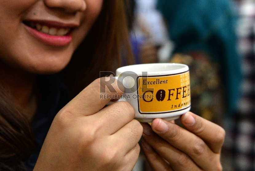 The Indonesian Chamber of Commerce and Industry (Kadin) is encouraging local businessmen to export their franchise to the international market.