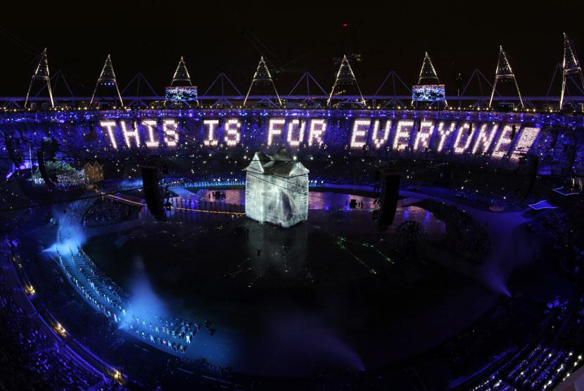 Upacara pembukaan Olimpiade 2012 di Olympic Park, London, Sabtu (28/7) dini hari WIB. (Matt Dunham/AP)