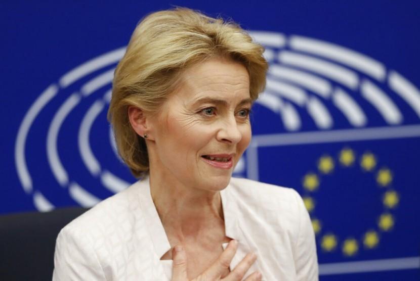 Ursula von der Leyen berbicara pada wartawan saat konferensi usai terpilih sebagai Presiden Komisi Eropa di Parlemen Eropa di Strasbourg, Prancis, Selasa (16/7).