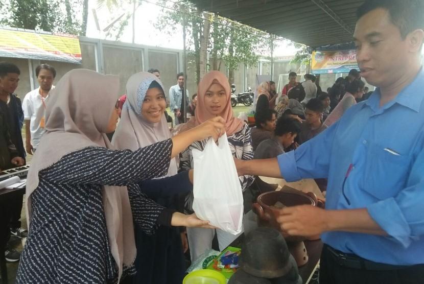 Usaha mahasiswa AMIK  BSI Yogyakarta di BSI Entrepreneur Fair 2017.