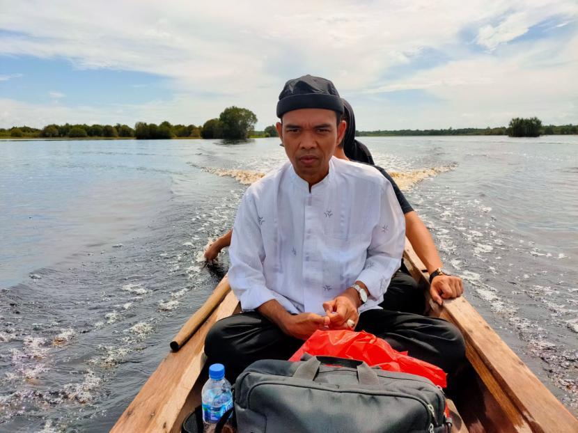 Ustadz Abdul Somad (UAS) dan tim melakukan perjalanan dakwah pedalaman di Bengkalis, Riau, pada Senin-Selasa, 20-21 September 2001