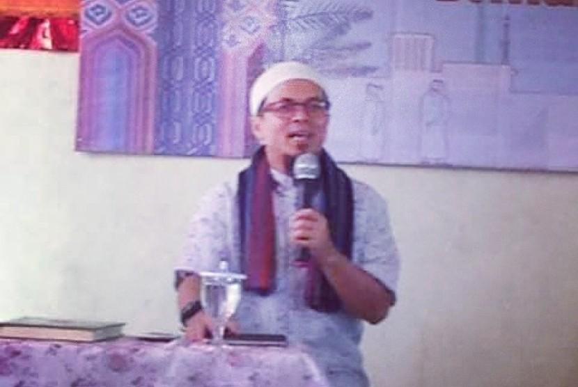 Ustadz Abi Maki memberikan tausiyah pada acara tarhib Ramadhan 1438 H yang digelar Sekolah Prestasi Global.
