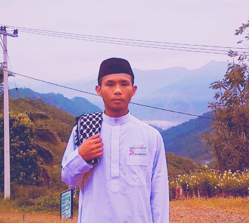 Ustadz Syukur Asirun, dai tangguh BMH yang bertugas di Desa Tabang, Kabupaten Luwu, Sulawesi Selatan.