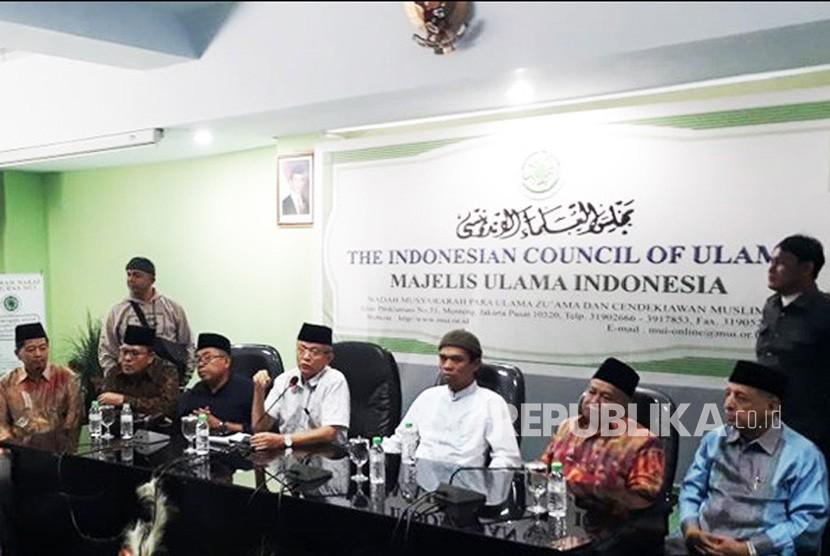 Ustaz Abdul Somad menyampaikan penjelasan soal video viral ceramahnya di kantor MUI, Menteng, Jakarta, Rabu (21/8).