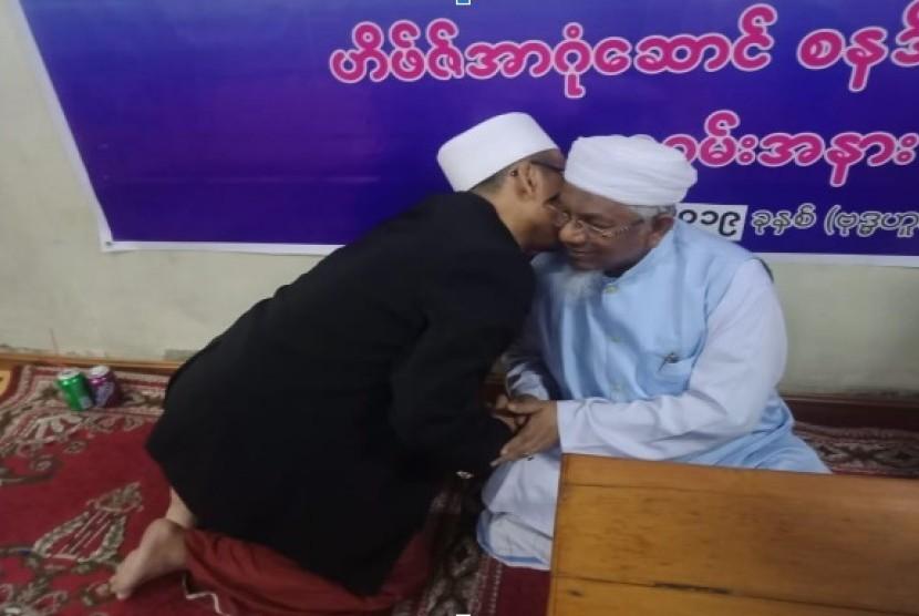 Ustaz Budy Budiman saat bersilaturahim ke komunitas MUslim Myanmar.