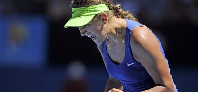 Victoria Azarenka, petenis Belarusia, meluapkan emosinya usai mengalahkan Kim Clijsters asal Belgia di babak semifinal Australia Terbuka di Melbourne, Australia, Kamis (26/1).