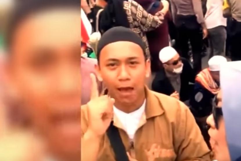 Video pria yang mengancam Jokowi viral di media sosial.