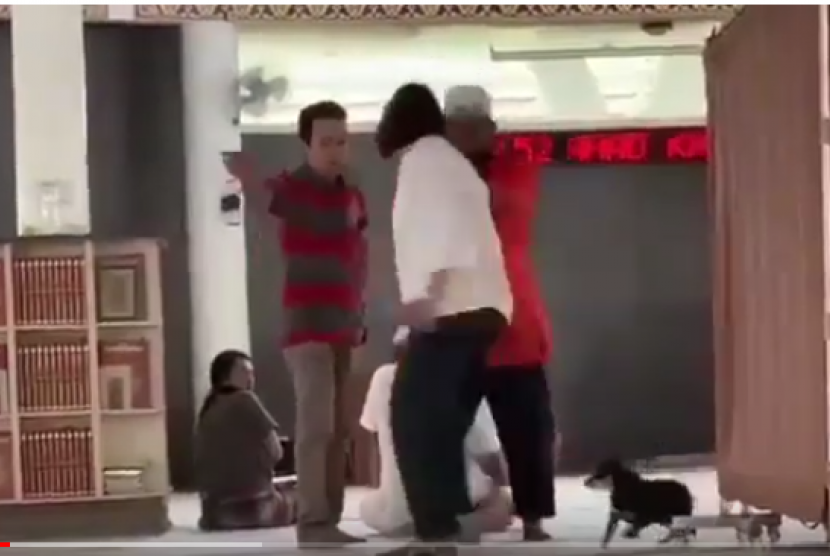A women with dog in a mosque seen on a video.