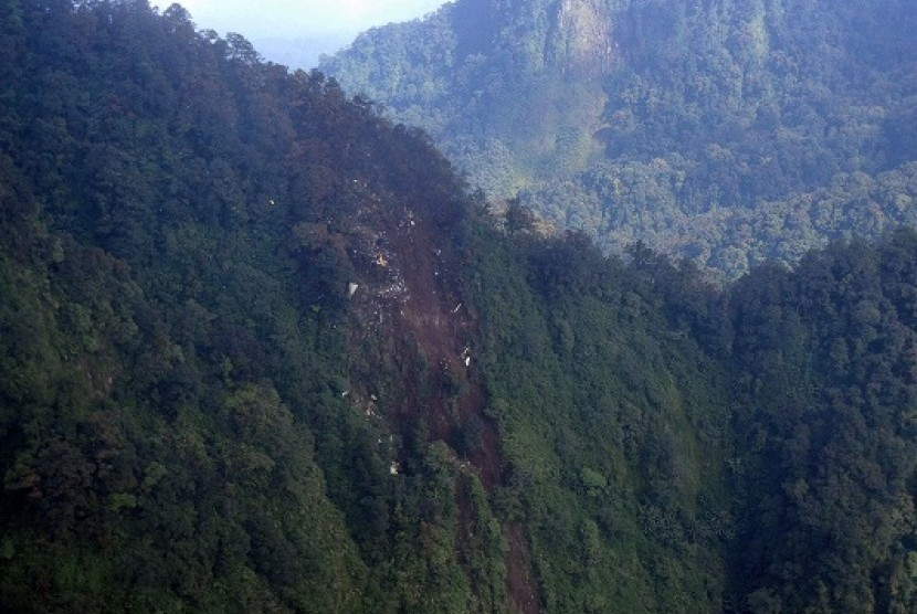 View of Mount Halimun Salak National Park from Super Puma of SAR team of Indonesia Air Force, Thursday.
