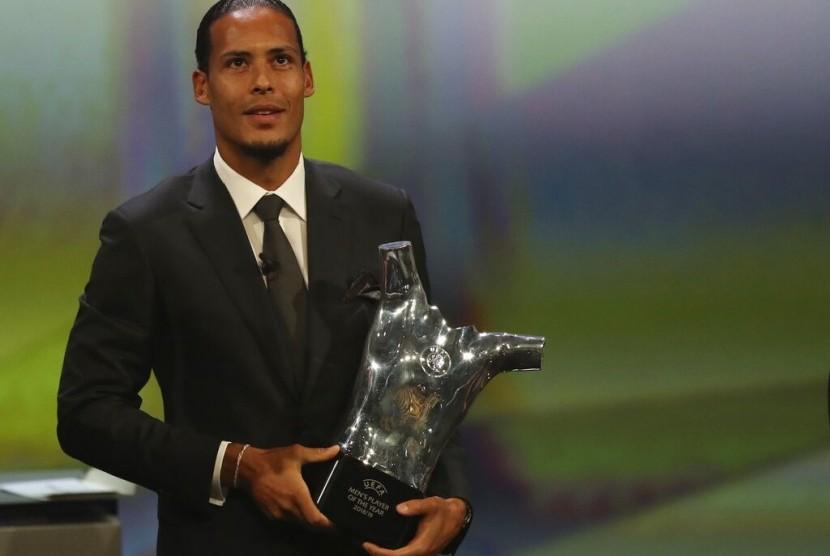 Virgil Van Dijk meraih penghargaan Bek Terbaik Liga Champions 2018/19