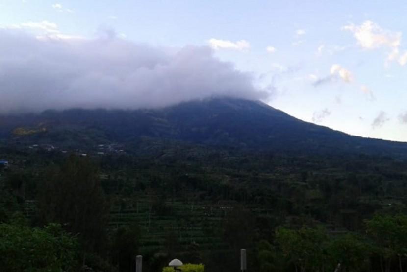Visual Gunung Merapi pada Rabu (23/5) pagi setelah memuntahkan letusan freatik