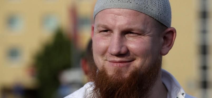 Vogel Pieere atau yang dikenal dengan Abu Hamza adalah seorang ulama dan guru agama Islam.