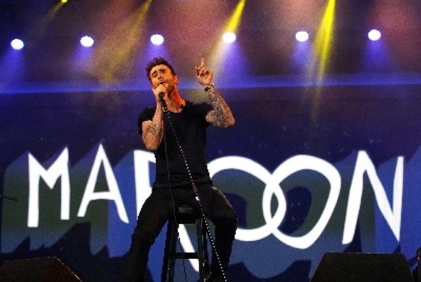 Vokalis Maroon 5, Adam Levine