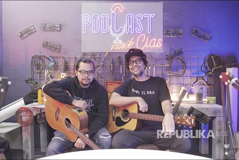 Vokalis The Upstairs, Jimi Multazam (kanan) terlibat dalam kampanye media digital bertema